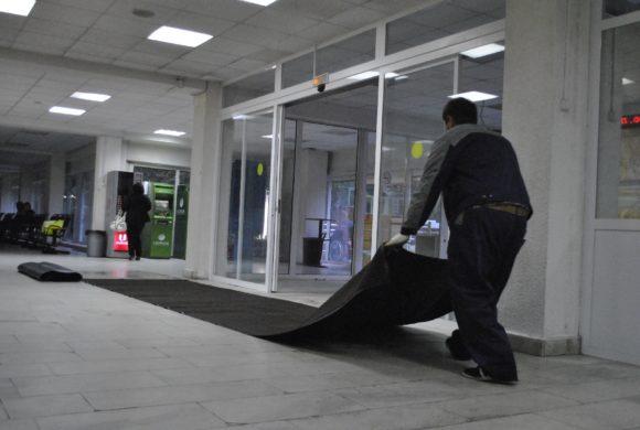 Аоенда грязезащиных ковров в клинике