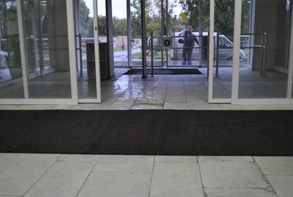 Аренда грязезащитных ковров в поликлиннике